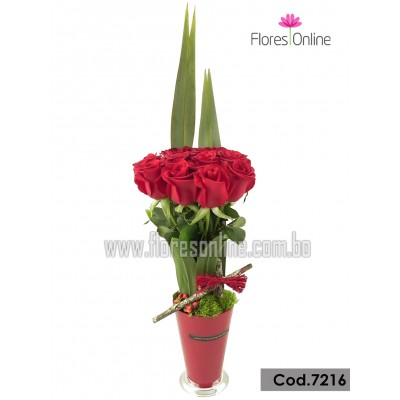 Arreglo Cono 12 Rosas Premium (Cod.7216)